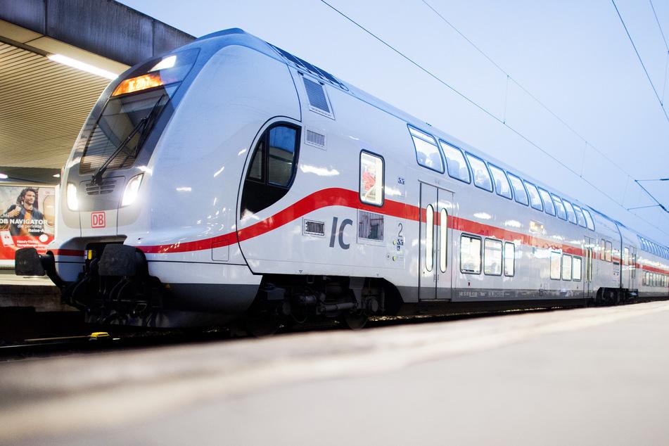Ein Intercity-Zug (IC 2) der Deutschen Bahn (Symbolbild).