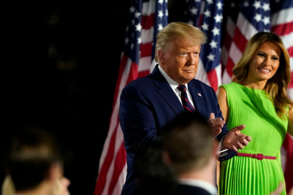 Kurz vor der Wahl! Donald Trump und Frau Melania haben das Coronavirus!