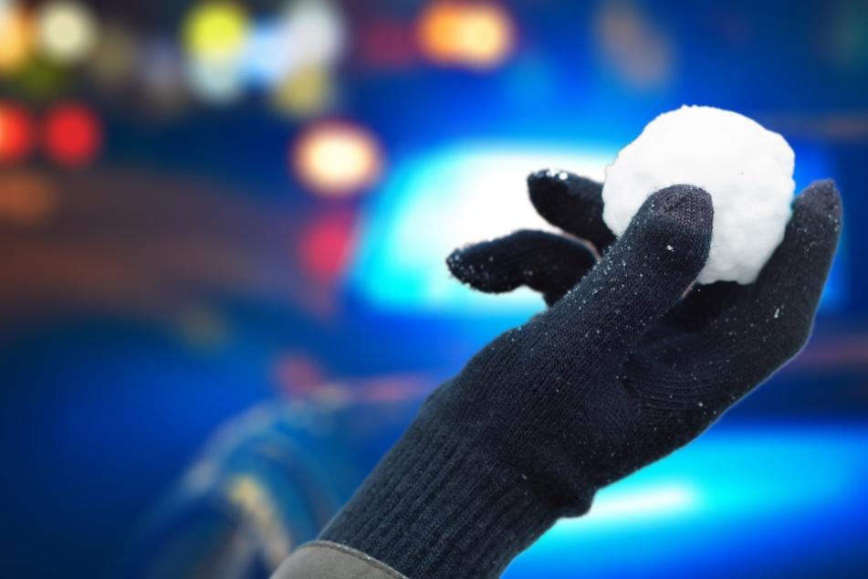 Nachdem Jugendliche Schneebälle auf ein Auto geworfen haben, ermittelt nun die Polizei wegen gefährlichen Eingriffs in den Straßenverkehr. (Symbolbild)