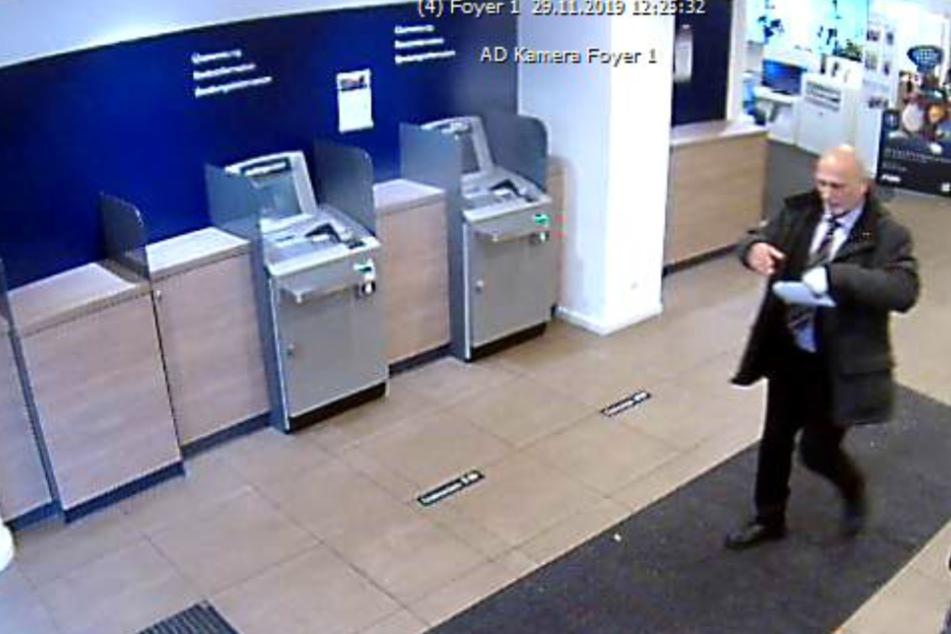 Mann fälschte Ausweis und Unterschrift, um abzuzocken: Öffentliche Fahndung!