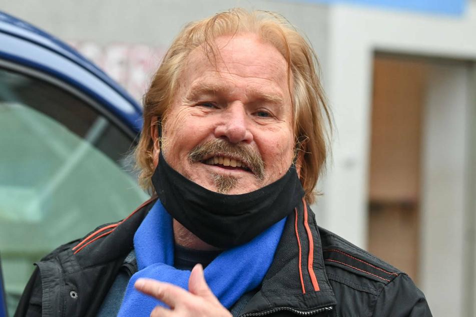 Am Montag hat der Berliner Sänger und Entertainer Frank Zander (79) seine erste Corona-Impfung erhalten und nach eigenen Angaben gut überstanden.