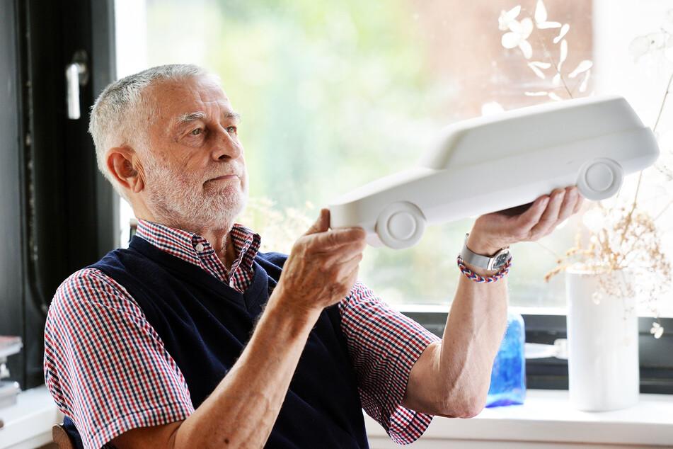 Karl Clauss Dietel (86) hat seine Auto-Modelle jetzt den Kunstsammlungen übergeben.