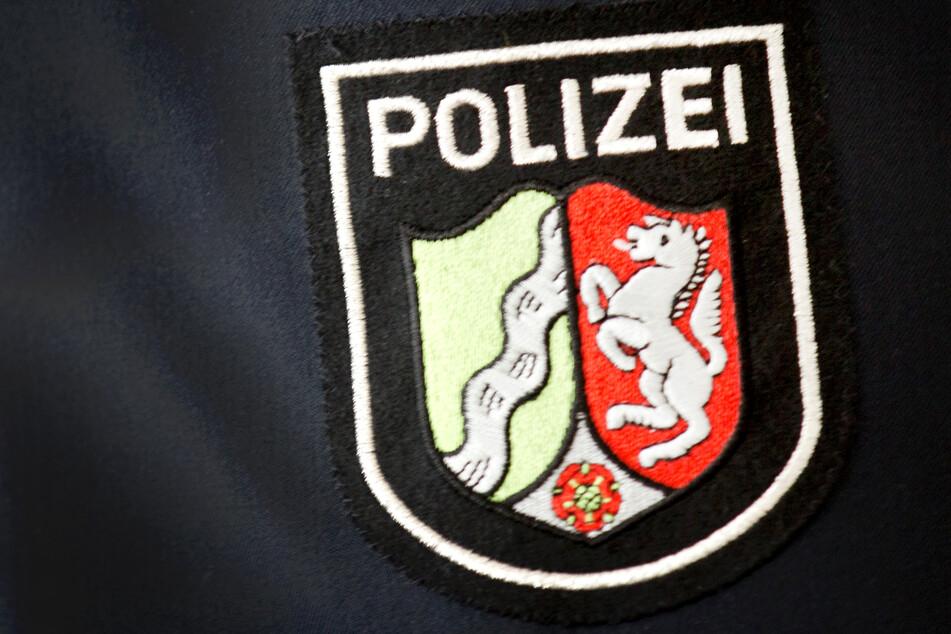 Polizisten trauen ihren Augen kaum: Autofahrer gibt seinen Lappen ab und tut dann das
