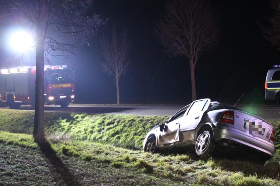 Bei dem Crash wurde eines der beteiligten Fahrzeuge von der Fahrbahn geschleudert.