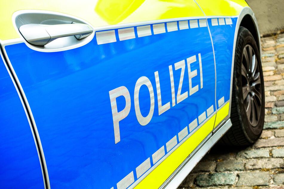 Die Polizei hat einen 68-Jährigen festgenommen, der seinen Kontrahenten (39) im Streit mit einem Messer verletzt hat. (Symbolbild)
