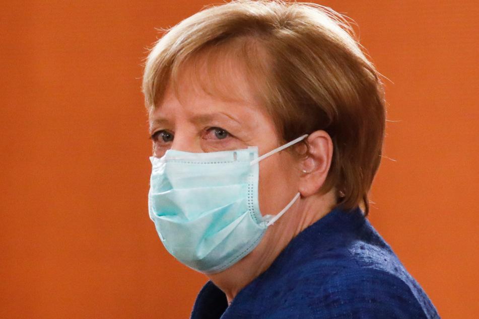 Bundeskanzlerin Angela Merkel (66, CDU) geht mit gutem Vorbild voran.