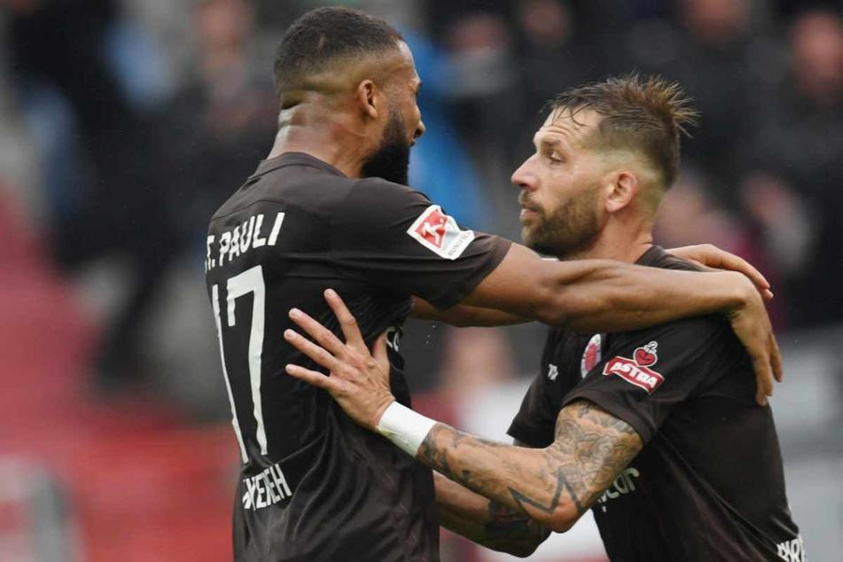 Gemeinsamer Jubel: Daniel-Kofi Kyereh (25, links) legte Guido Burgstaller (32) beide Treffer auf.
