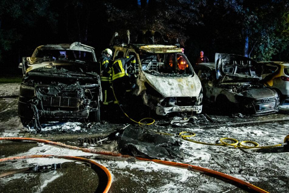 Wieder brennt ein Auto in Stuttgart: Polizei sucht Brandstifter mit Hubschrauber