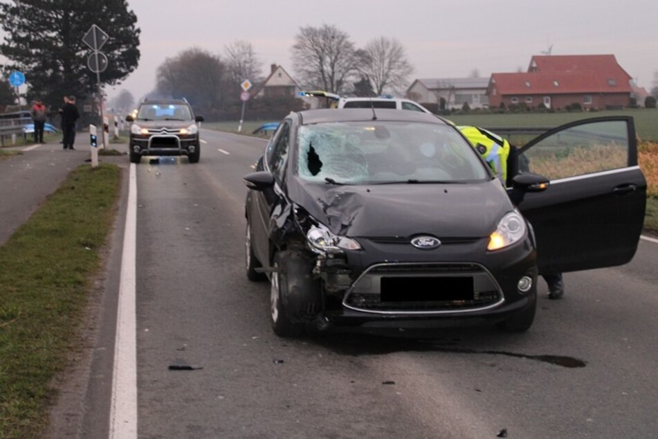 Fußgänger stirbt bei Autounfall - Polizei rätselt: Wer ist der Tote?