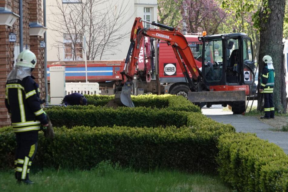 Gasaustritt! Bagger beschädigt Leitung in Leipziger Wohngebiet