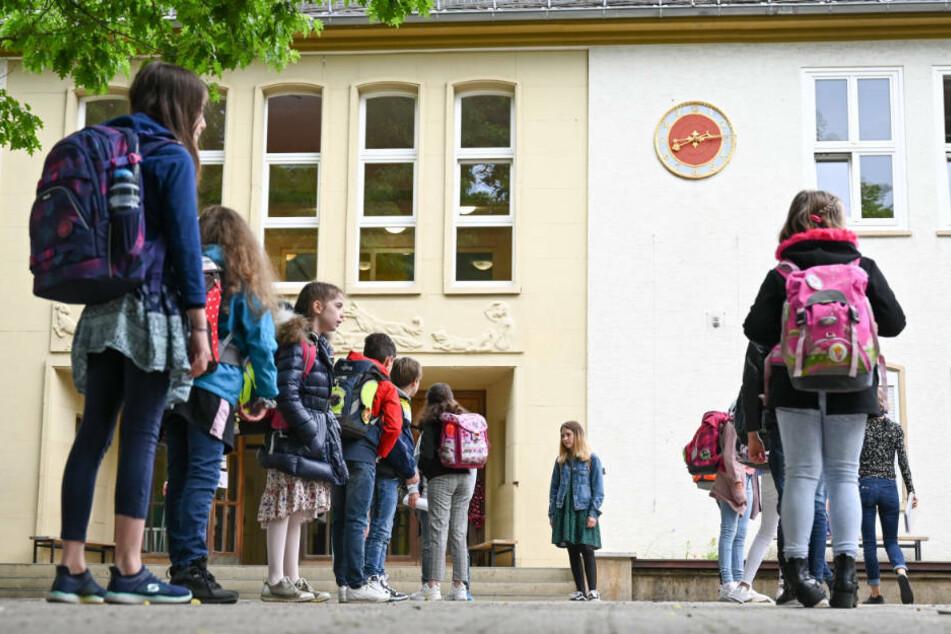Schulstart in Zeiten von Corona: überfüllte Busse, erste Klassen in Quarantäne