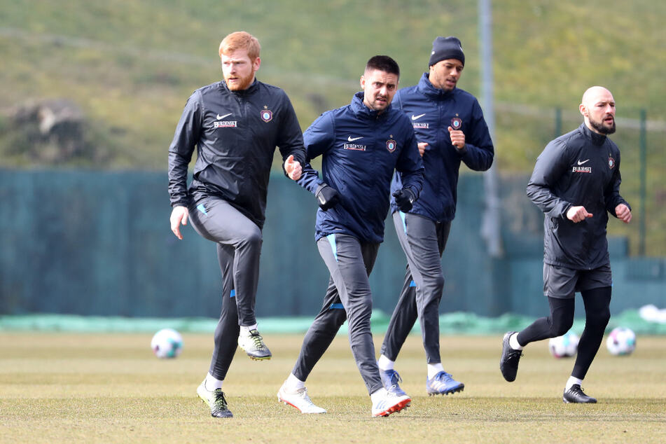 Da laufen sie wieder: Fabian Kalig (27), Dimitrij Nazarov (30), Louis Samson (25) und Philipp Riese (31, v.l.).