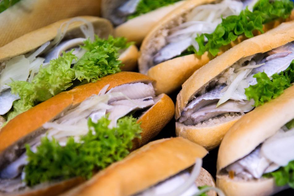 Am 1. Mai feiert die Ostsee mit dem Weltfischbrötchentag ihre kulinarische Spezialität.