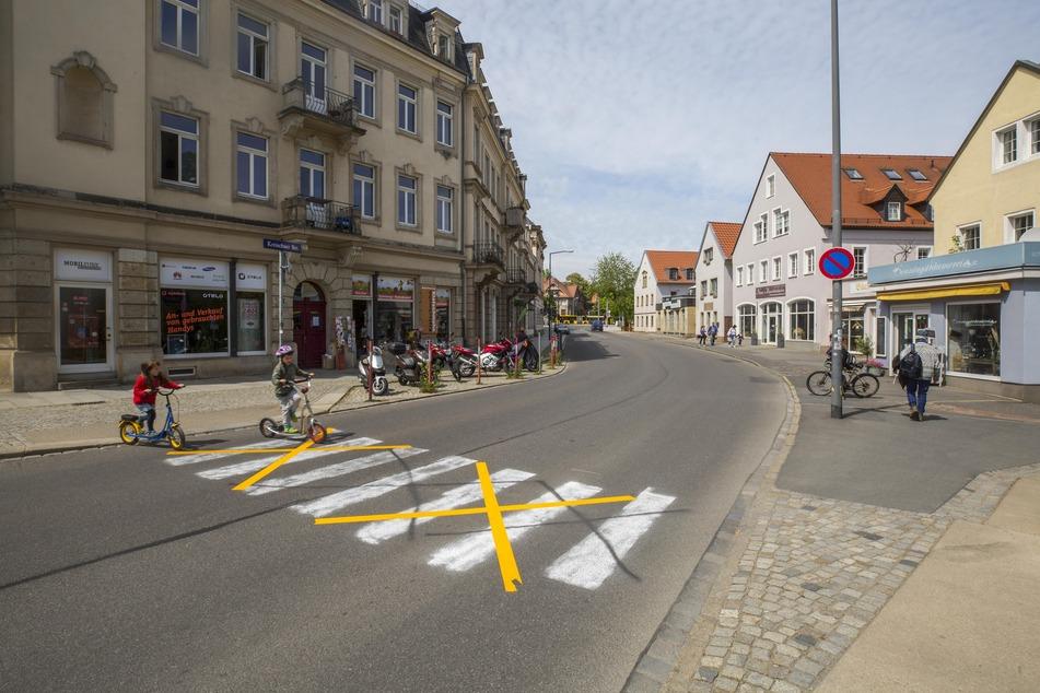 In Strehlen haben sich Bürger ihren eigenen Zebrastreifen gemalt.