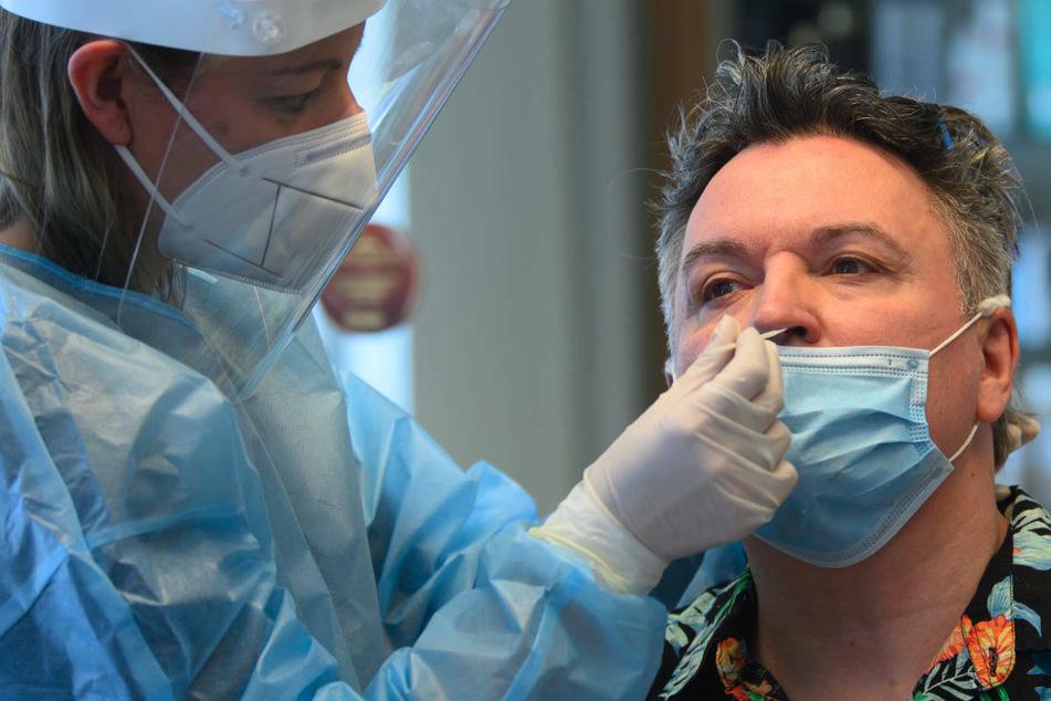 Ab Freitag gilt in Berlin eine erweiterte Testpflicht für Menschen, die nicht vollständig gegen Corona geimpft sind.