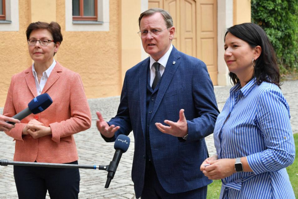 Finanzministerin Heike Taubert (61, SPD), Ministerpräsident Bodo Ramelow (64, Linke) und Umweltministerin Anja Siegesmund (43, Grüne) am Dienstag auf Schloss Ettersburg.