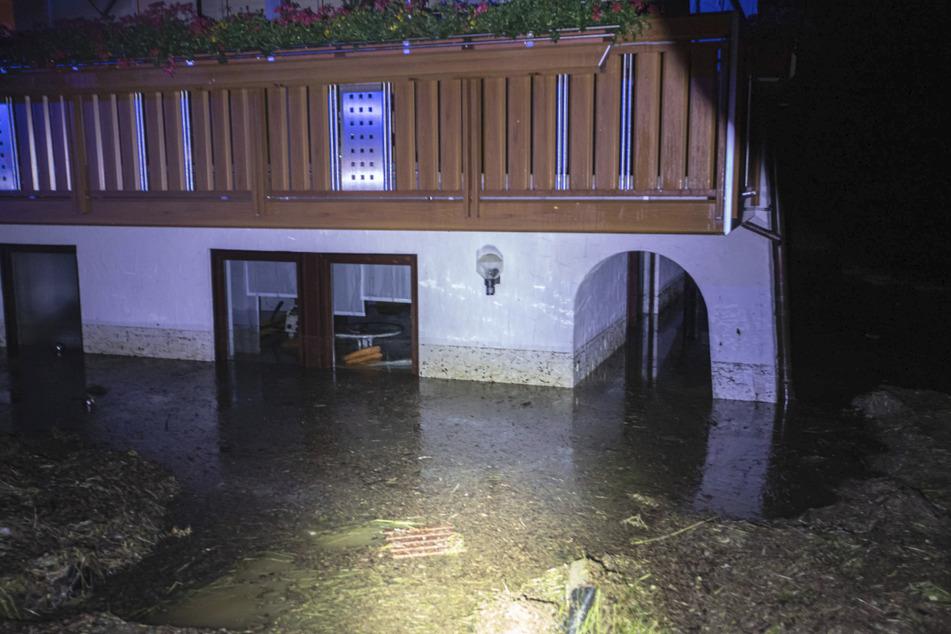 Der Mann starb in seiner eigenen Wohnung, als diese überschwemmt wurde.