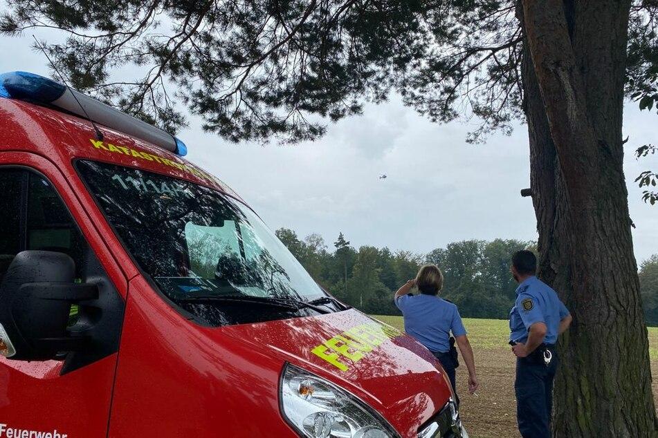Rettungskräfte suchen im Colditzer Forst bei Lad Lausick nach einer Person, die sich mutmaßlich in einer hilflosen Lage befindet.
