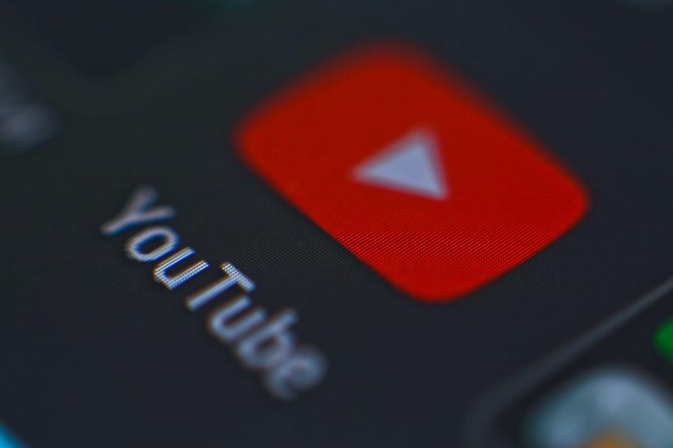 Ein Livestream hat auf der beliebten Onlineplattform YouTube für Aufsehen und bei der Polizei für gleich zwei Einsätze an einem Abend gesorgt!