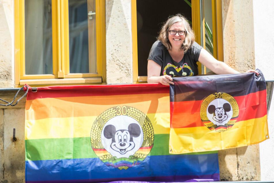 Ob in Deutschlandfarben oder mit Regenbogen - Ulla Wacker (48) zeigt im BRN-Büro Flagge.