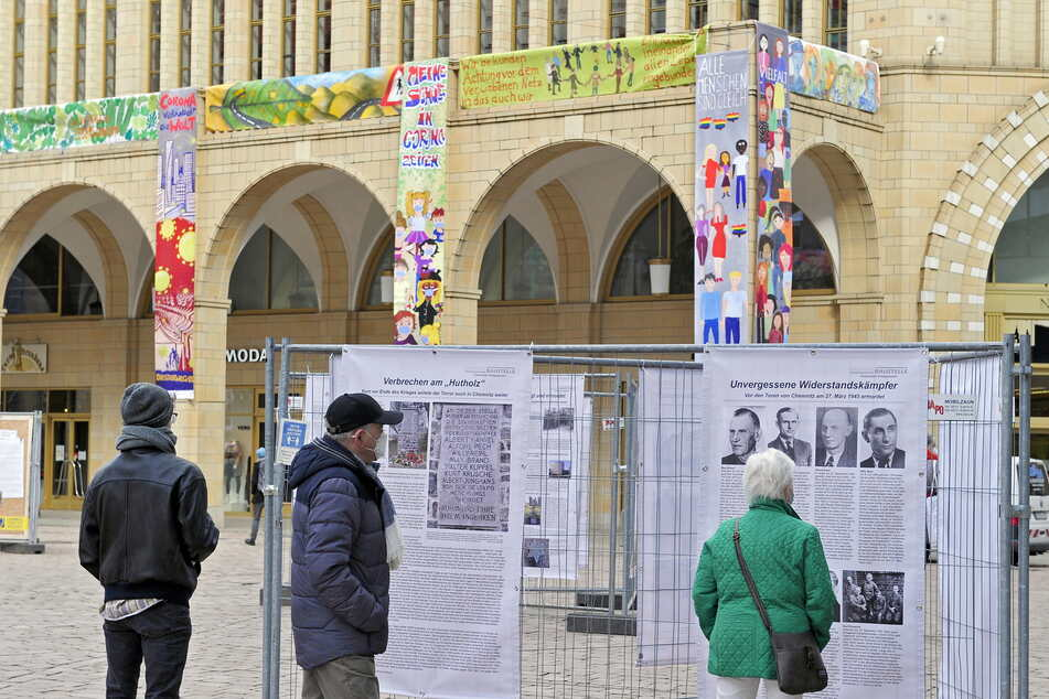 Die Ausstellungen auf dem Neumarkt zogen viele Passanten an.