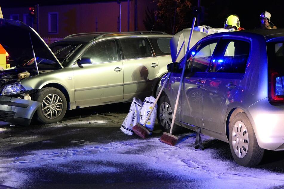Autos krachen auf Kreuzung zusammen: Ein Verletzter bei Unfall in Grimma
