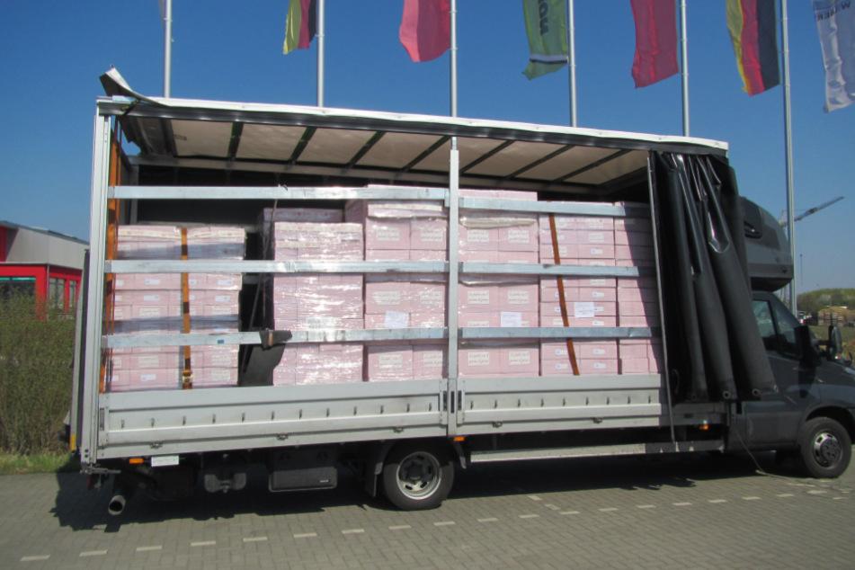 Viel zu viele Nudeln: Polizei zieht komplett überladenen Klein-Laster aus dem Verkehr