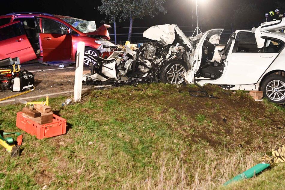 Tragischer Unfall: Zwei Menschen tot, vier Kinder unter Schwerverletzten
