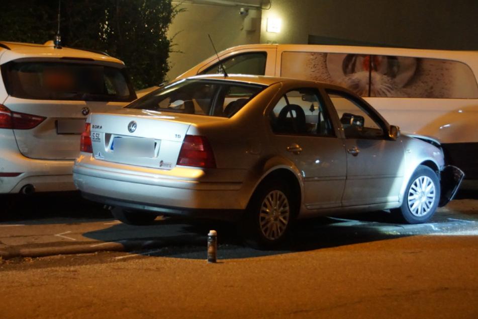 Betrunken am Steuer: VW-Fahrer kracht in zwei Autos