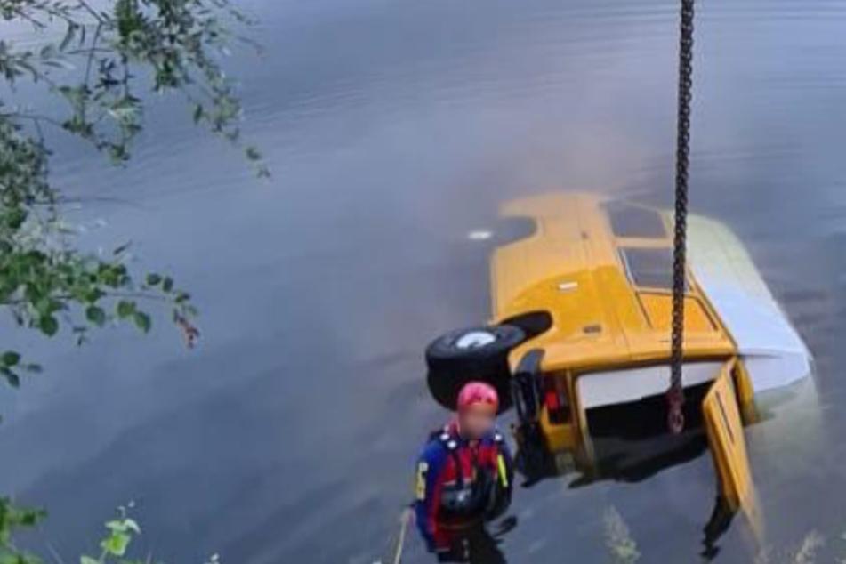 Campingbus rutscht ins Wasser: Frau (22) ertrinkt
