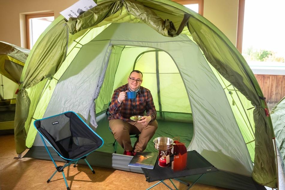 Zum Ausprobieren: Mehrprofi-Chef Marco Butzke (39) hat eine große Zelt-Ausstellung aufbauen lassen.