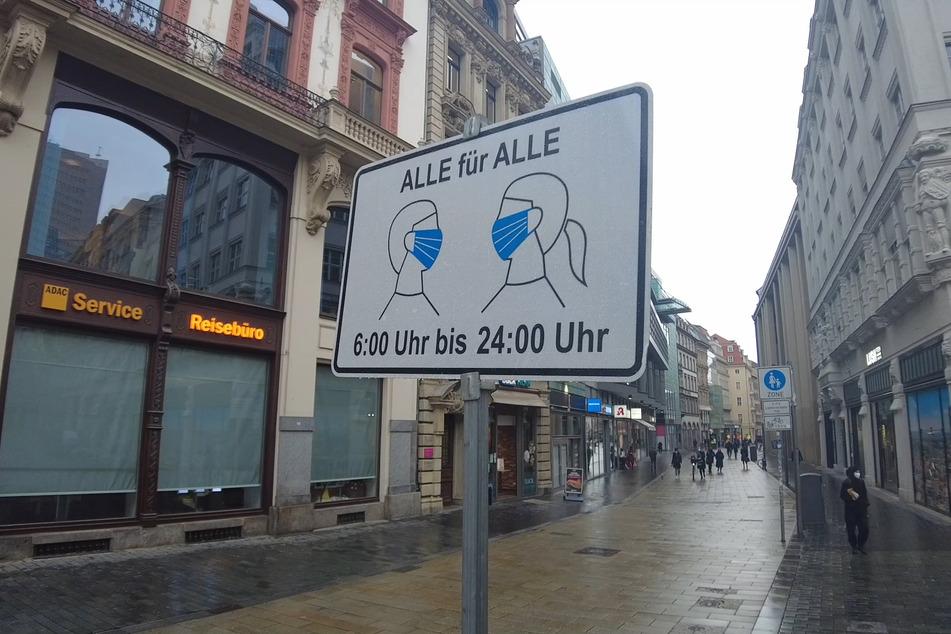 Nur wenige Leute sind in der Leipziger Innenstadt unterwegs.