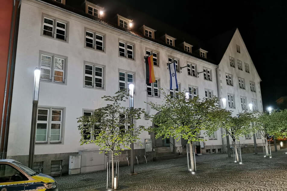 Die israelische Flagge wurde am Rathaus in Nordhausen neben der deutschen Flagge gehisst.
