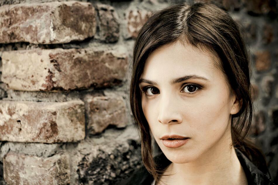 Aylin Tezel war Kriminaloberkommissarin Nora Dalay. Nun rückt Stefanie Reinsperger nach.