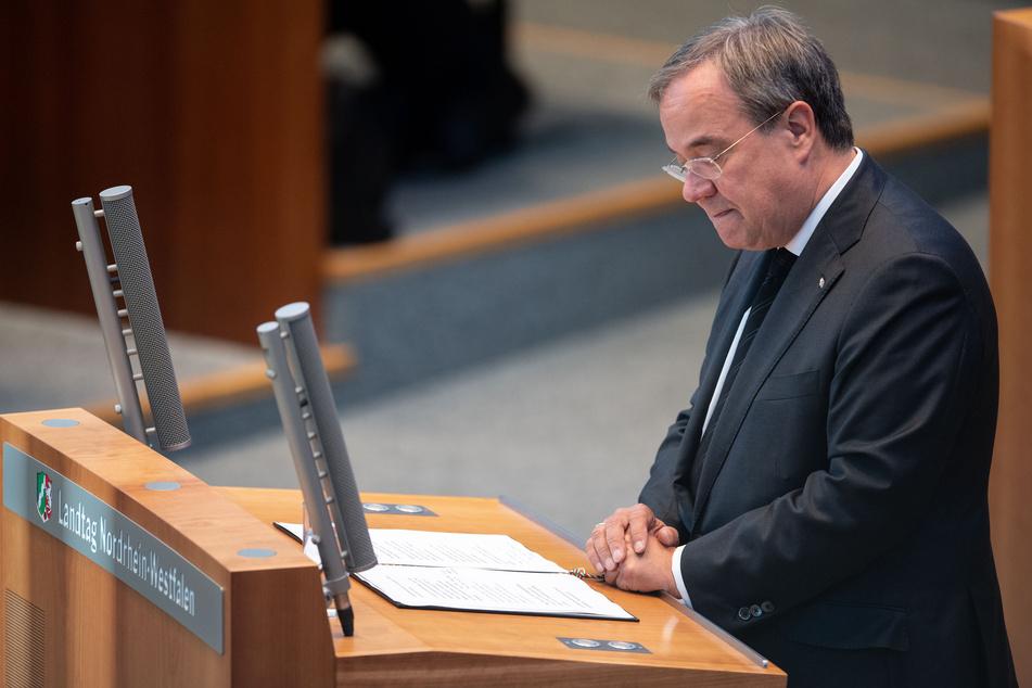 NRW-Ministerpräsident Armin Laschet (60, CDU) gedenkt im Landtag der Flutopfer.