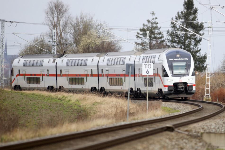 Dieser Zug und andere neue Intercity-Doppelstockzüge werden ab dem 8. März 2020 zwischen Rostock, Berlin und Dresden fahren.