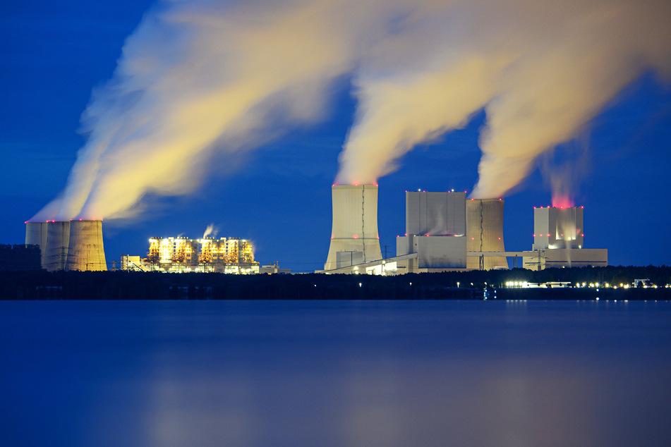 Statt Dreck in die Luft zu schleudern will die LEAG künftig saubere, regenerative Energien erzeugen. Hier ein Blick auf das Kraftwerk Boxberg.