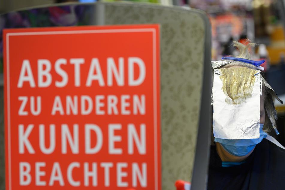 Trotz gestiegener Infektionszahlen: Sachsens Friseure öffnen heute wieder.