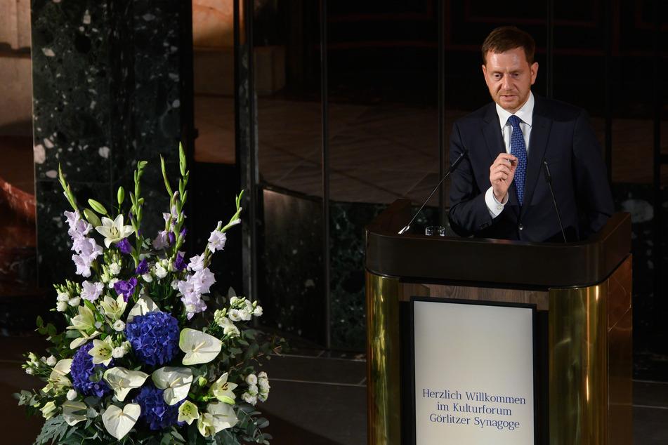 Sachsens Ministerpräsident, Michael Kretschmer (46, CDU), sprach während der Wiedereröffnung am Montag in der Synagoge.