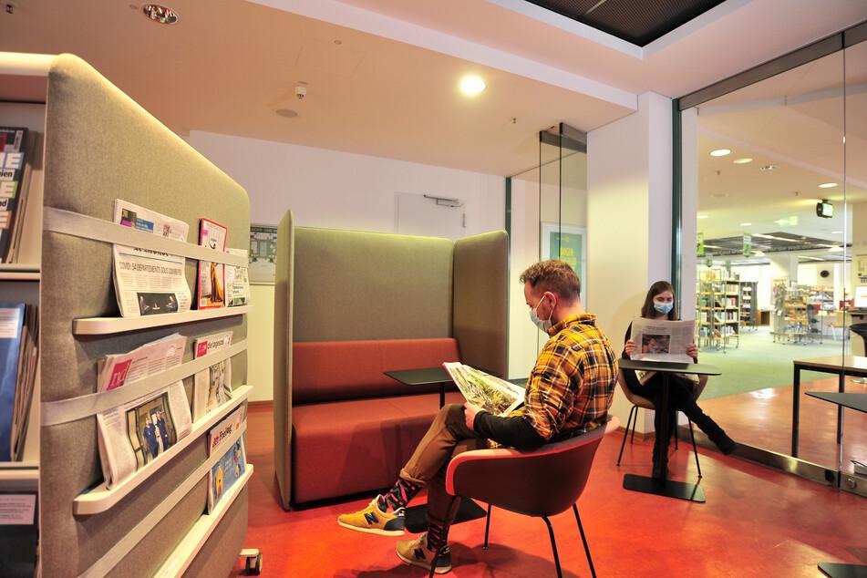 Neues Lesecafé in der Bibo: Hier könnt Ihr gemütlich Zeitungen lesen