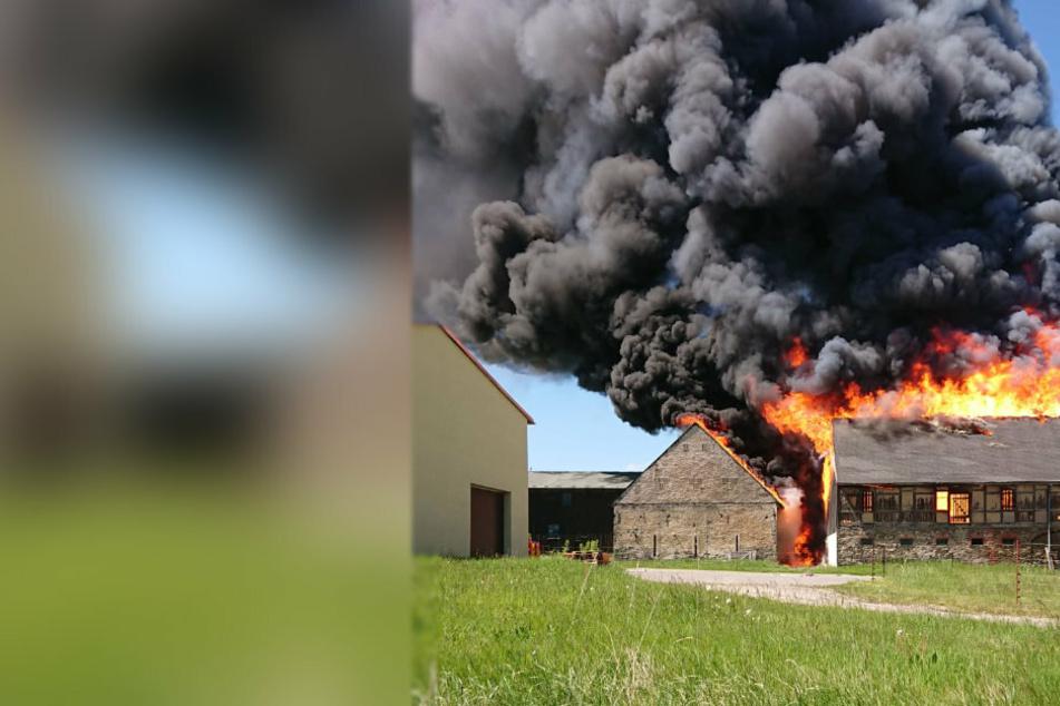 Zwei Scheunen standen in Flammen.