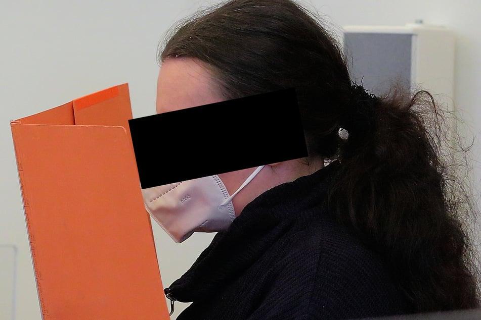 """""""Schwarze Witwe"""": Stefanie W. (32) soll den Mord an ihrem Ehemann initiiert haben. Jüngste Zeugenaussagen belasten sie schwer."""