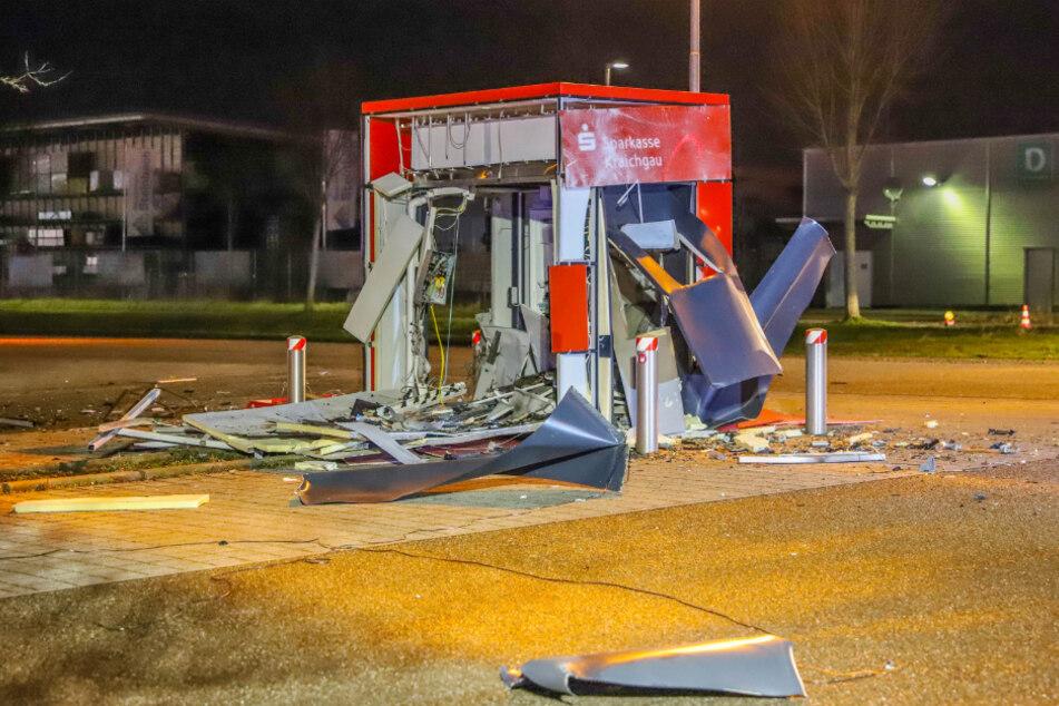 Explosion mitten in der Nacht: Geldautomat in die Luft gesprengt