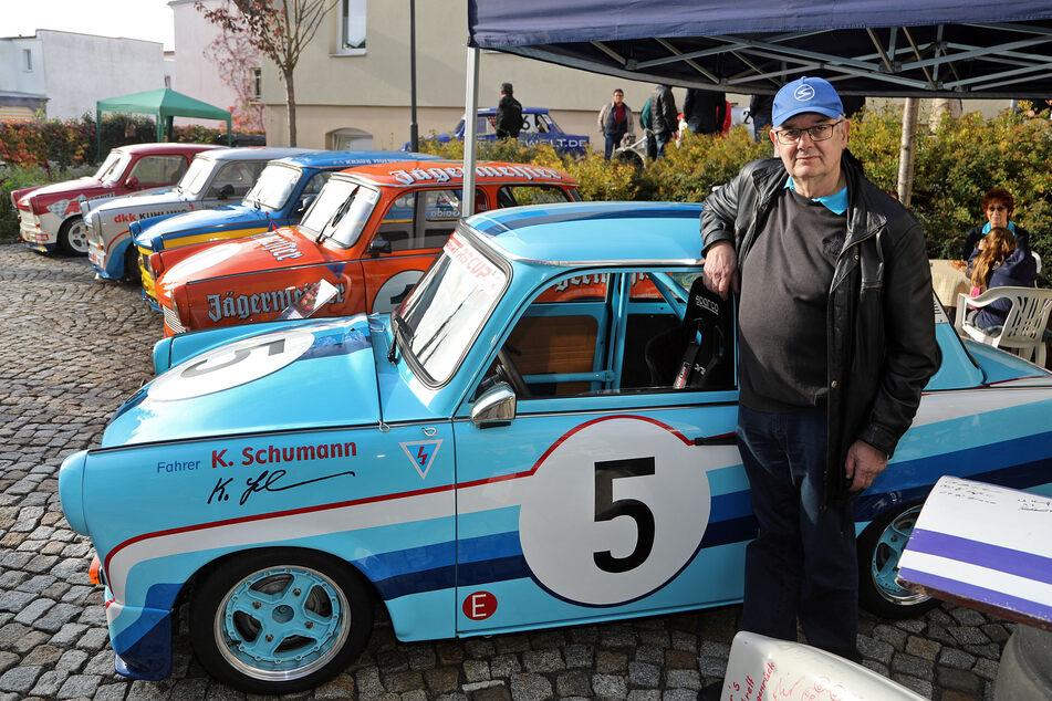 Chef-Mechaniker Wolfgang Hirche (69) sicherte sich 1995 den himmelblauen Schumann-Trabi mit der Startnummer 5.