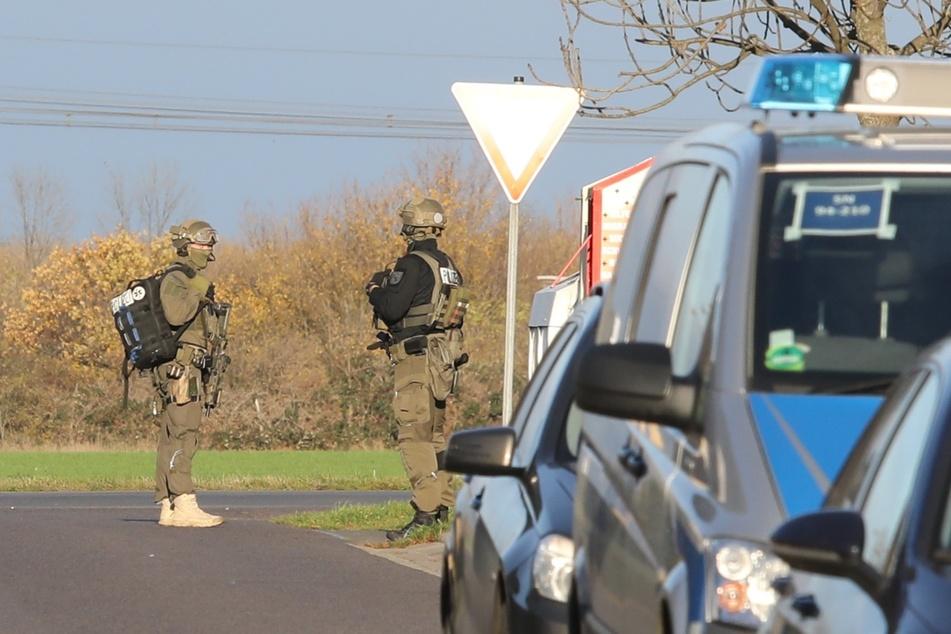 Beamte eines Spezialeinsatzkommandos waren am Mittwoch in Delitzsch vor Ort.