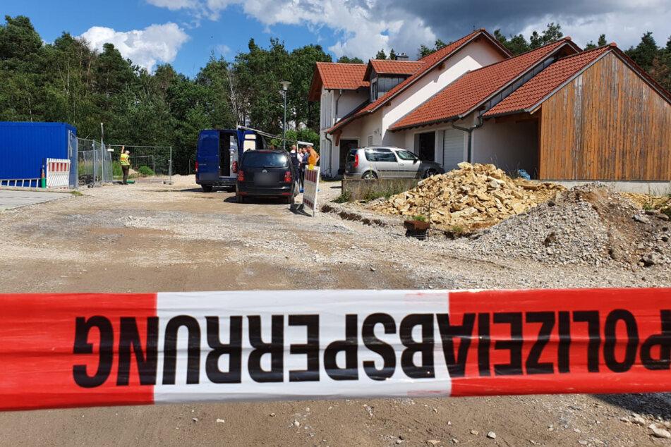 Zwei Tote in Einfamilienhaus: Jetzt fahnden auch international die Behörden