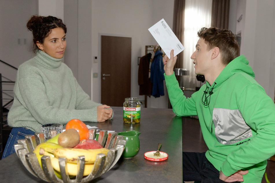 Laura (Chryssanthi Kavazi) erkennt, dass Moritz (Lennart Borchert) sie durchschaut hat.