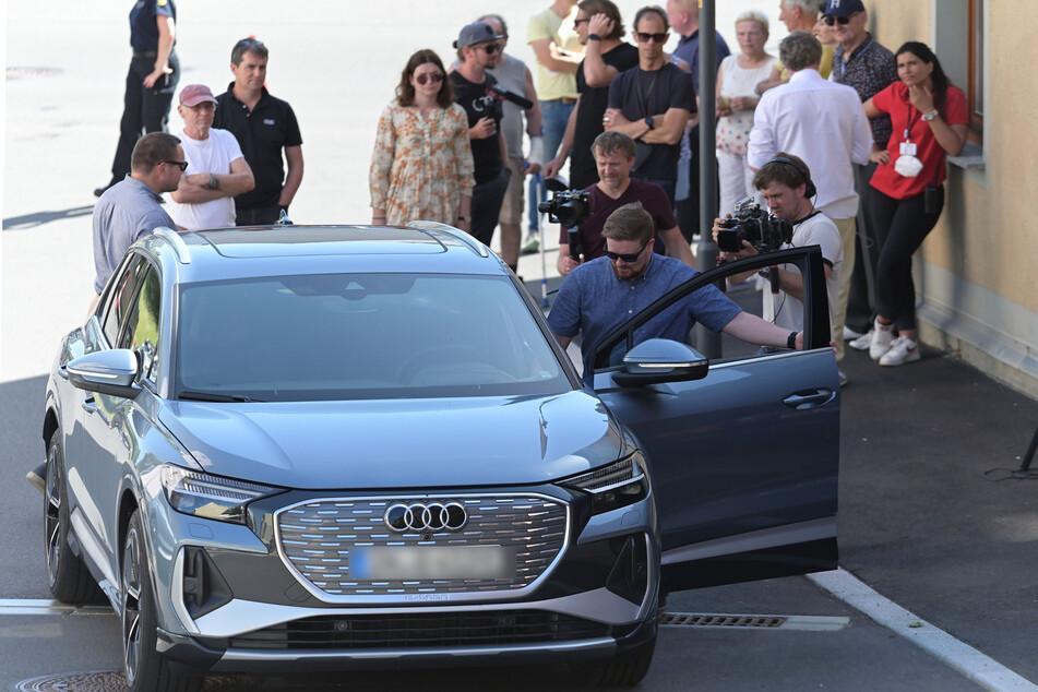 Schaulustige verfolgten die Fahrten des Audi-Teams an der abgesperrten Liebaustraße.