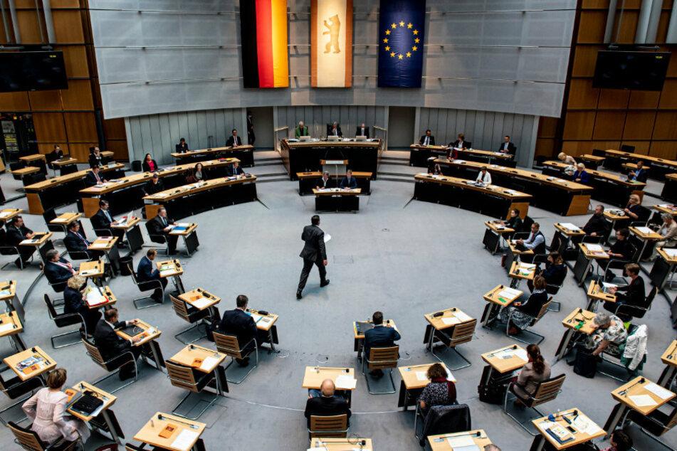 Corona-Pandemie: Berliner Abgeordnetenhaus kommt zu Sondersitzung zusammen