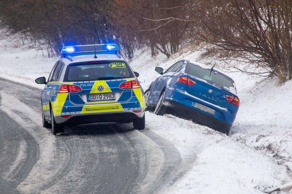 In Hammerunterwiesenthal ist eine Seat-Fahrerin in den Straßengraben gerutscht.
